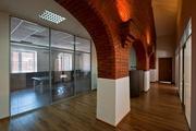 Оригинальное сочетание стекла и кирпича в московском офисе