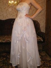 Продам свадебное платье б/у. Размер 44-48.
